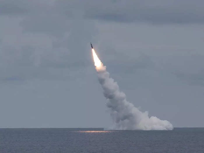 us navy test launches trident ii nuclear missiles from uss wyoming ohio-class ballistic missile submarines, warning to china