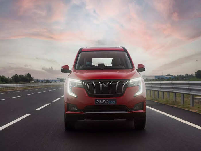 Mahindra XUV700 SUV Variants Price Colours Features