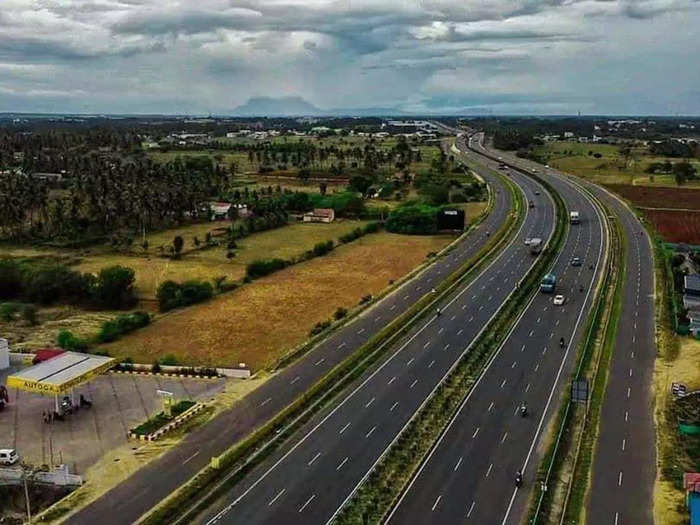 delhi mumbai expressway will not only cut travel time by 12 hours but also earns 12000 crone per year