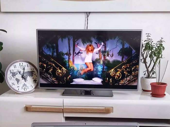 32 इंच के इन Smart TV को वॉइस से भी कर सकते हैं कंट्रोल, कीमत जानकर होंगे हैरान