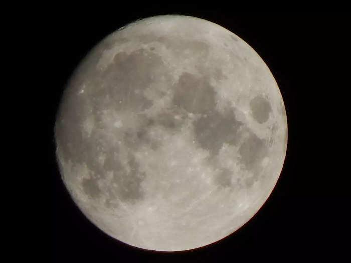 पूर्णिमा की ओर बढ़ता चांद (तस्वीर: शताक्षी अस्थाना)