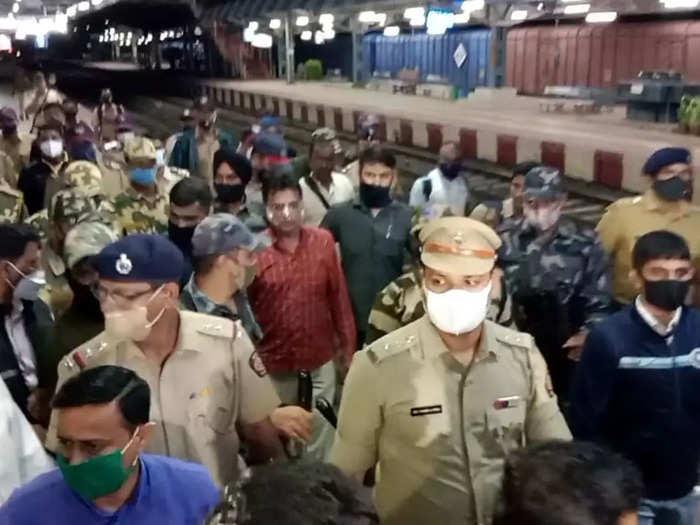 Karad police stopped Kirit Somaiya
