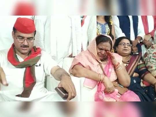 UP: सपा के प्रदेश अध्यक्ष का वादा- सरकार बनने पर गायत्री प्रजापति के साथ होगा इंसाफ, छलके पत्नी के आंसू
