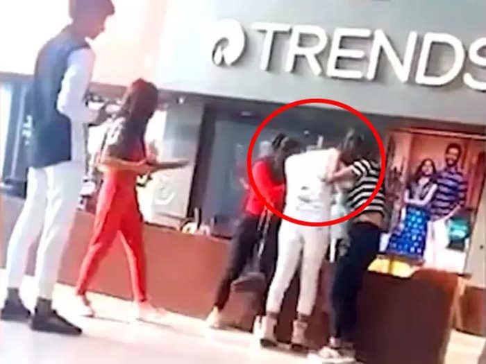 girls fight over boyfriend in shopping mall muzaffarpur video viral