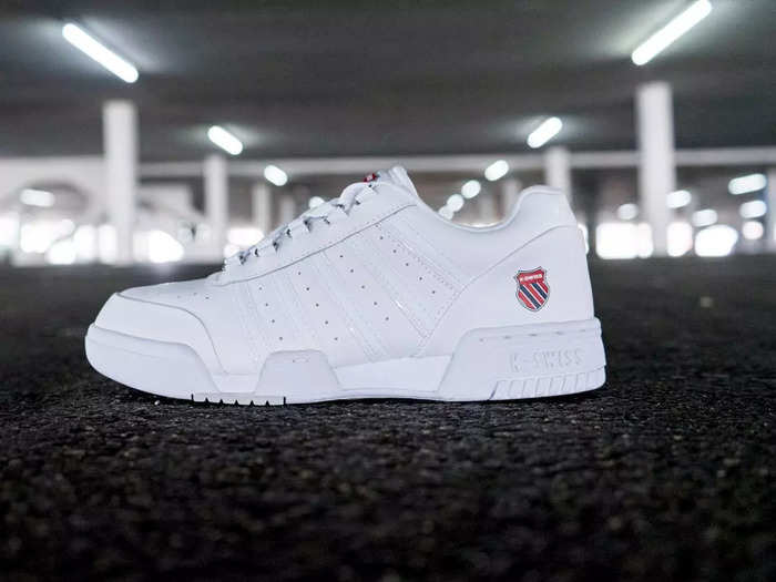 Mens Shoes : काफी कम कीमत में मिल रहे हैं ये ब्रांडेड White Sneakers, मिलेगा पर्फेक्ट लुक