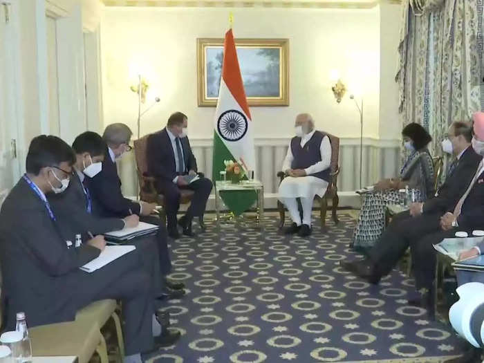 pm narendra modi holds meeting with many ceos during his us visit