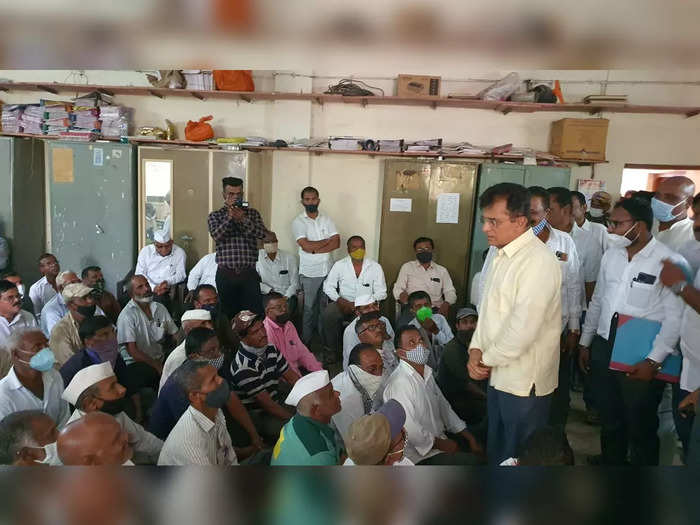 bjp leader faces ignominy in parner in ahmednagar district