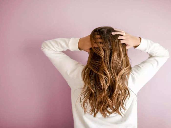 आयोग ने कहा कि महिलाओं को अपने बालों का बहुत ख्याल रहता है।