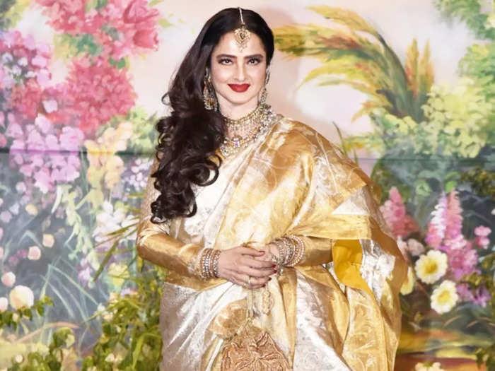 bollywood actress rekha looks super gorgeous in manish malhotra white saree for iifa 2018