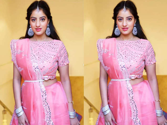deepika singh goyal beautiful teenage girl look with shiny open hairstyle and glowing skin care tips
