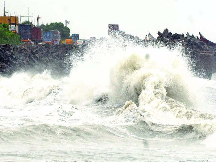 weather today cyclone warning