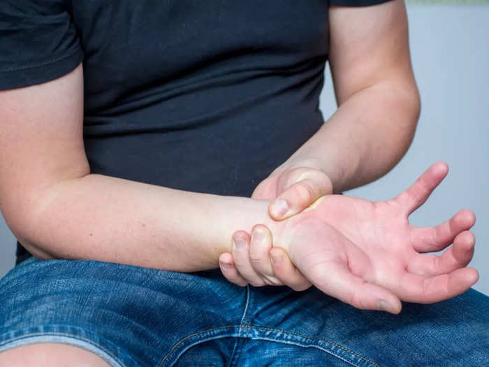 7 ayurvedic herbs and remedies to control uric acid and reduce joint pain