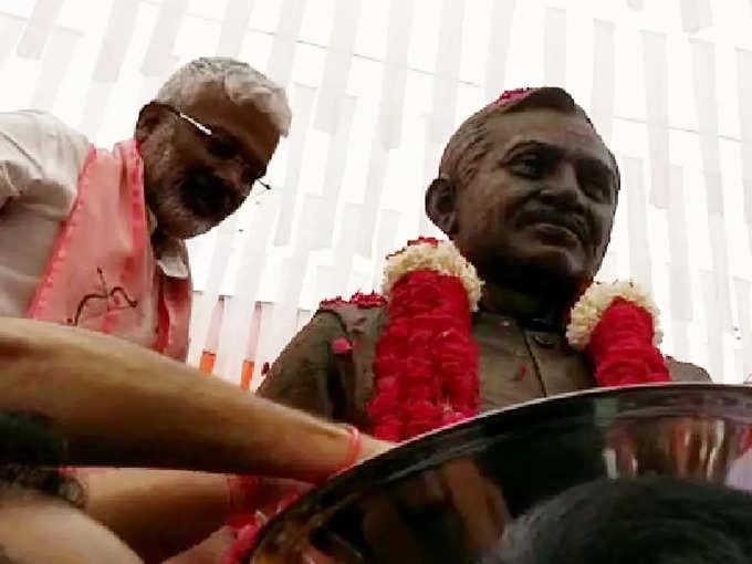swatantra dev singh: BJP प्रदेश अध्यक्ष ने दीनदयाल उपाध्याय की प्रतिमा का किया अनावरण, कहा- मोदी-योगी सरकार में साकार हो रहा पंडित जी का सपना – deendayal upadhyay's statue unveiled by bjp state president in ayodhya