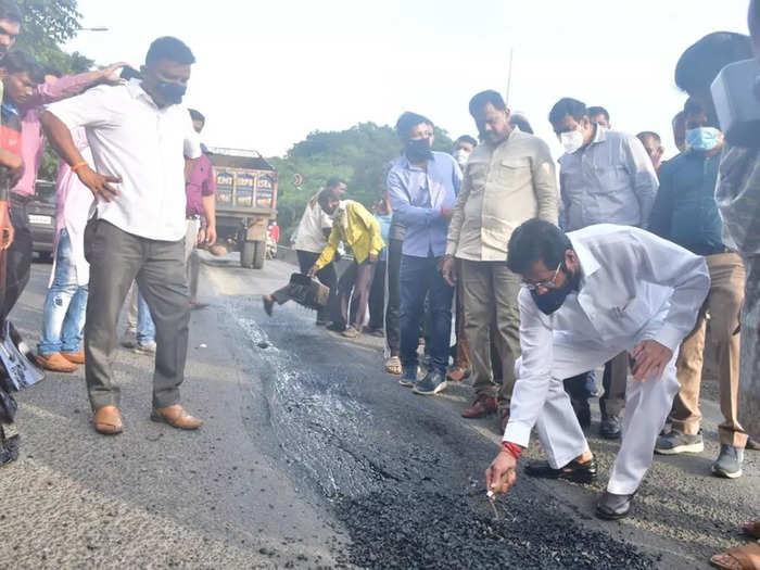 Eknath Shinde inspected the road repair works