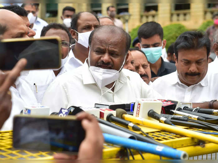 Bengaluru: Former Karnataka CM & JD(S) leader H D Kumaraswamy interacts with med...