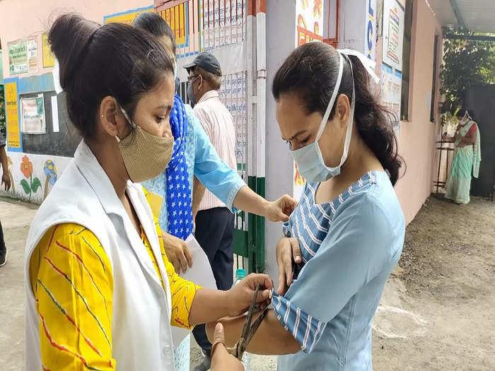 long sleeve of kurta and blouse were cut outside the reet examination center in bhilwara rajasthan