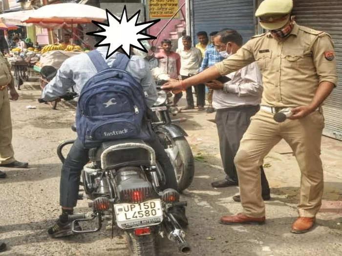 चौराहों पर लोगों का चालान काट रही है पुलिस