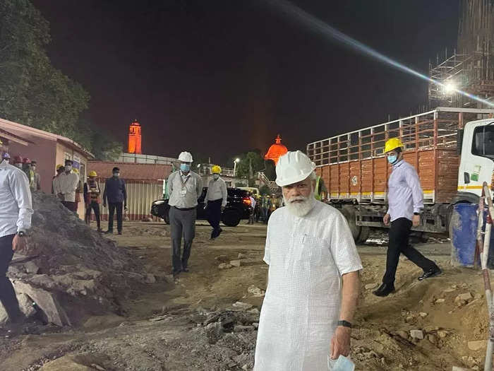 pm modi went to the construction site of the new parliament building in new delhi