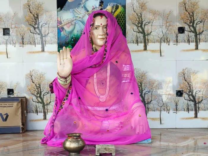husband built wife mandir in sajapur madhya pradesh, see beautiful pictures