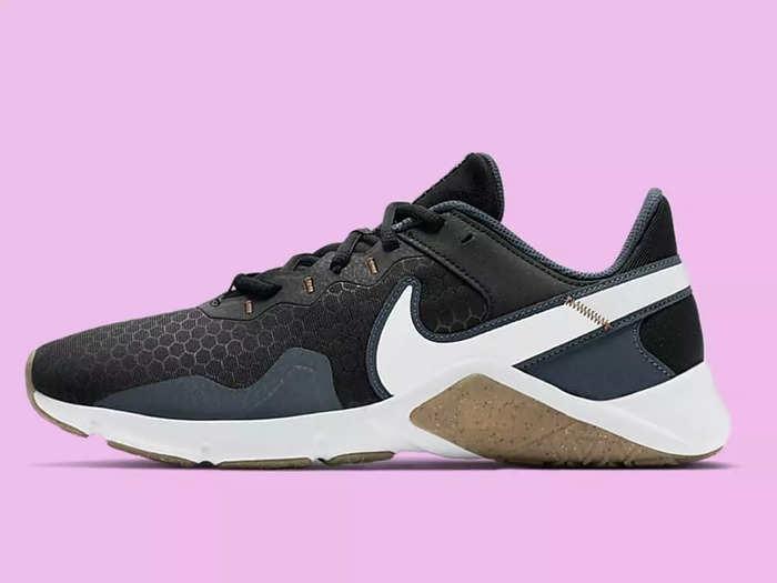 Running Shoes : कम कीमत में खरीदें ये ब्रांडेड Mens Shoes, स्टाइलिश लुक के साथ मिलेगा कंफर्ट