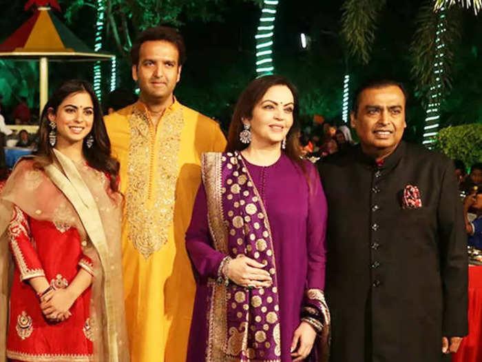 indian businessman mukesh ambani daughter isha ambani got emotional after listening vidaai song