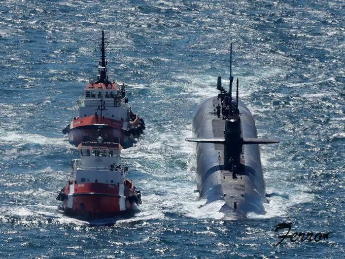 USS Alaska Sub in Gibraltar 02