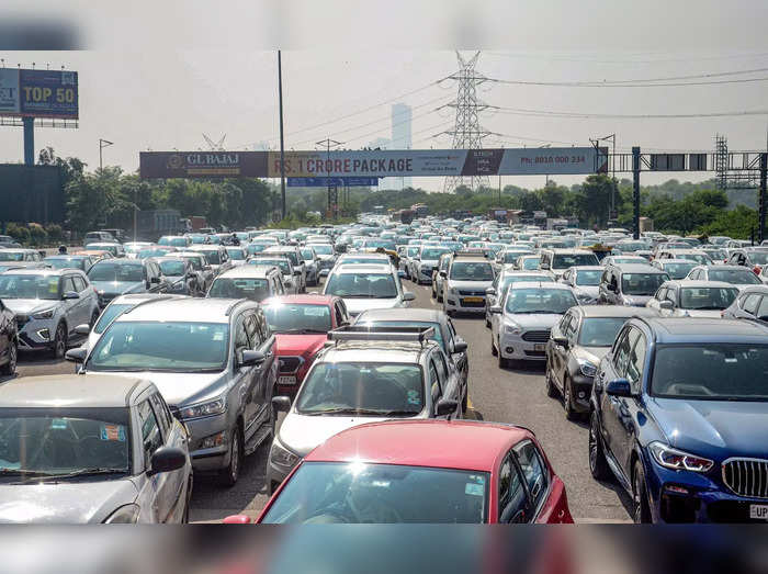 Noida: Traffic jam due to agitation in support of Bharat Bandh against the Cen...