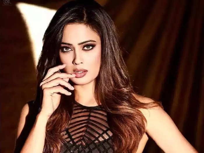 actress shweta tiwari looking hot and bold in world of asra co ord set