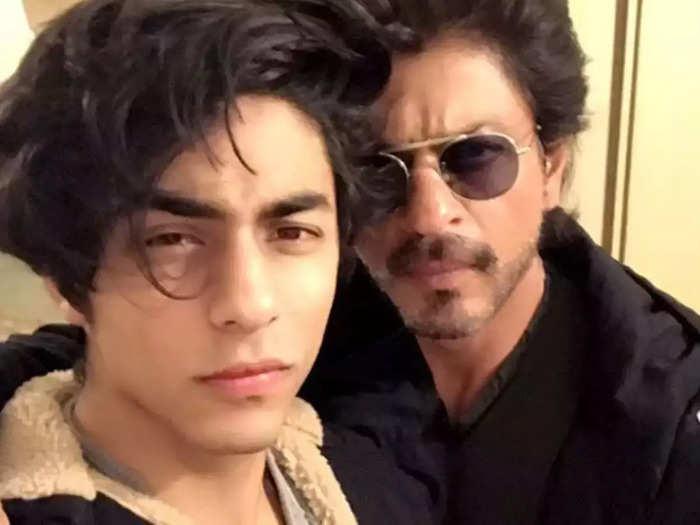aryan khan drugs case ncb bollywood: ड्रग्स रेड: शाहरुख खान के बेटे आर्यन खान हिरासत में, NCB कर रही है पूछताछ - drugs case shah rukh khan son aryan detained by the