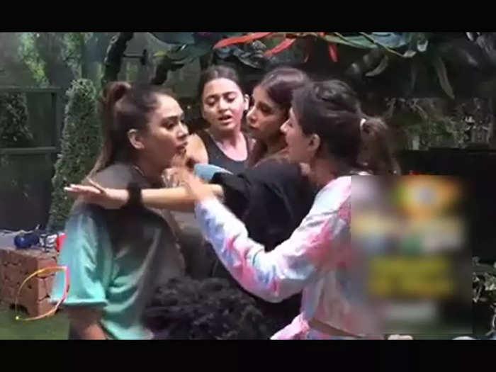 Bigg Boss 15 4 October Promo: bigg boss 15 4 oct 2021 promo afsana khan  vidhi pandya pratik sehajpal and jay bhanushali ugly fight- Bigg Boss 15-  बिग बॉस के एक फरमान