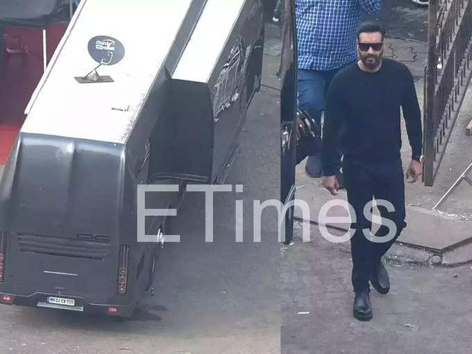 Shah Rukh Khan Vanity Van And Ajay Devgn