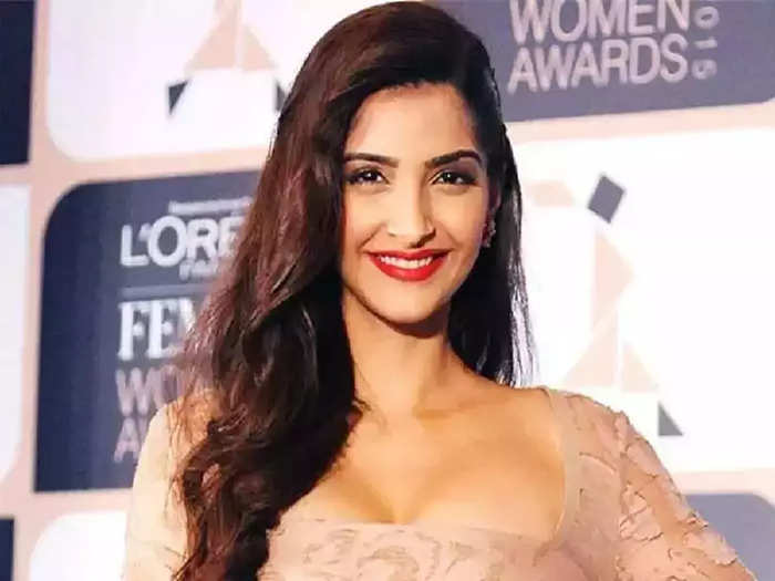 actress sonam kapoor wore backless green gown see her hot and bold look