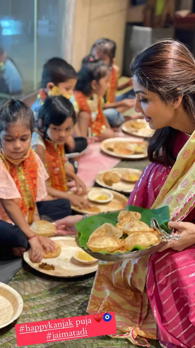 આઠમા નોરતે શિલ્પા શેટ્ટીએ કર્યું કન્યાપૂજન, બાળકીઓની આરતી ઉતારીને ભોજન કરાવ્યું