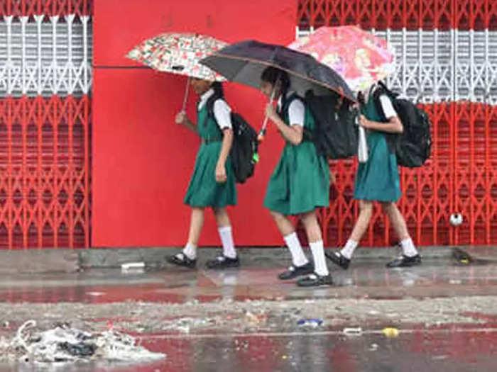 ghaziabad school closed: गाजियाबाद में 1 से 12 तक के स्कूल दो दिन रहेंगे बंद, भारी बारिश की चेतावनी के बाद डीएम ने जारी किया आदेश – schools from 1 to 12 in ghaziabad remain closed for two days due to heavy rain forecast